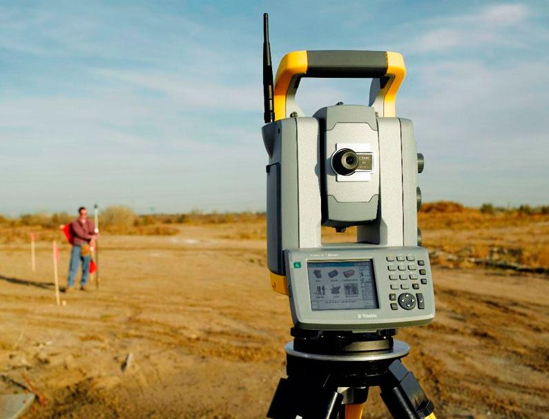 Инженерно-геологическое и инженерно-геодезическое исследования участка для закладки фундамента.